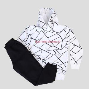παιδική φόρμα με άσπρο φούτερ και μαύρο παντελόνι